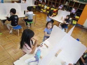 学童室 おやつの時間の様子
